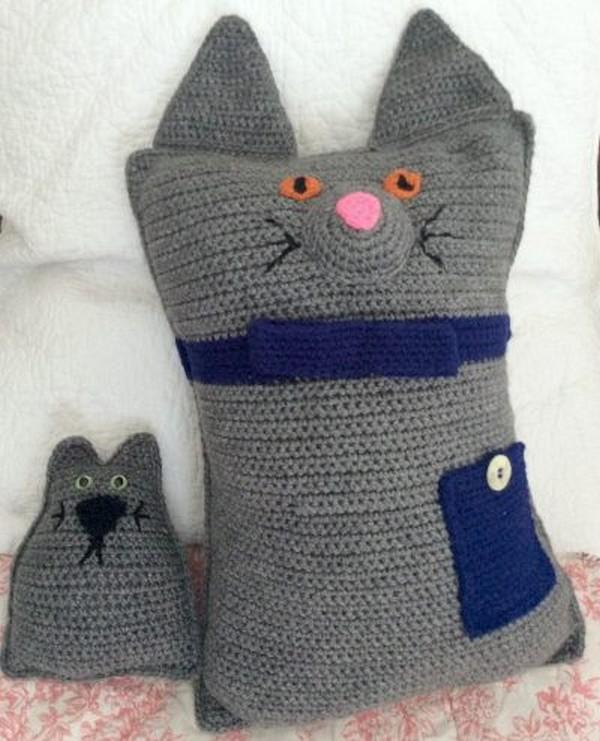 Knitting Patterns Galore - Cat Cushion | 741x600