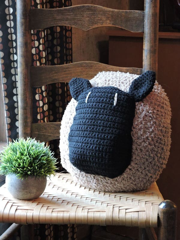 Farmhouse Love My Sheep Pillow Free Crochet Pattern