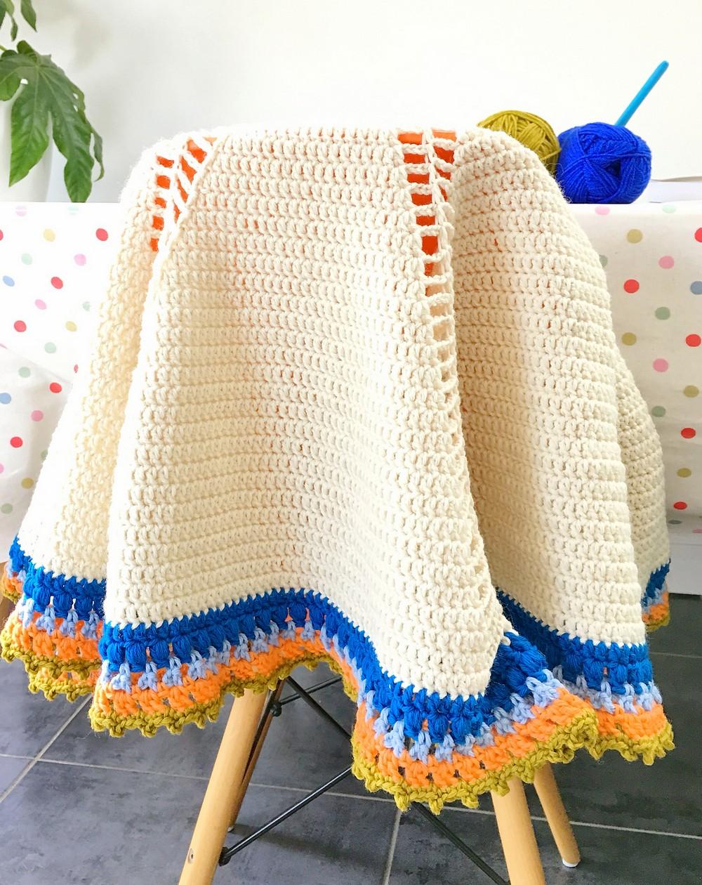 Circular Free Crochet Blanket With Motif Pattern