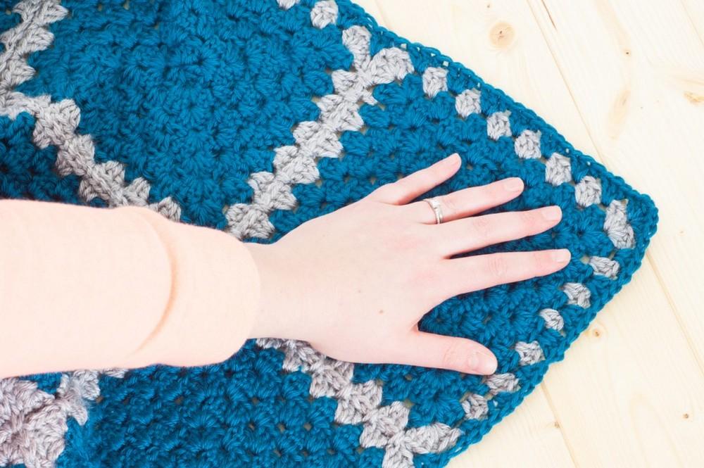 Granny Square Contrast Blanket Pattern