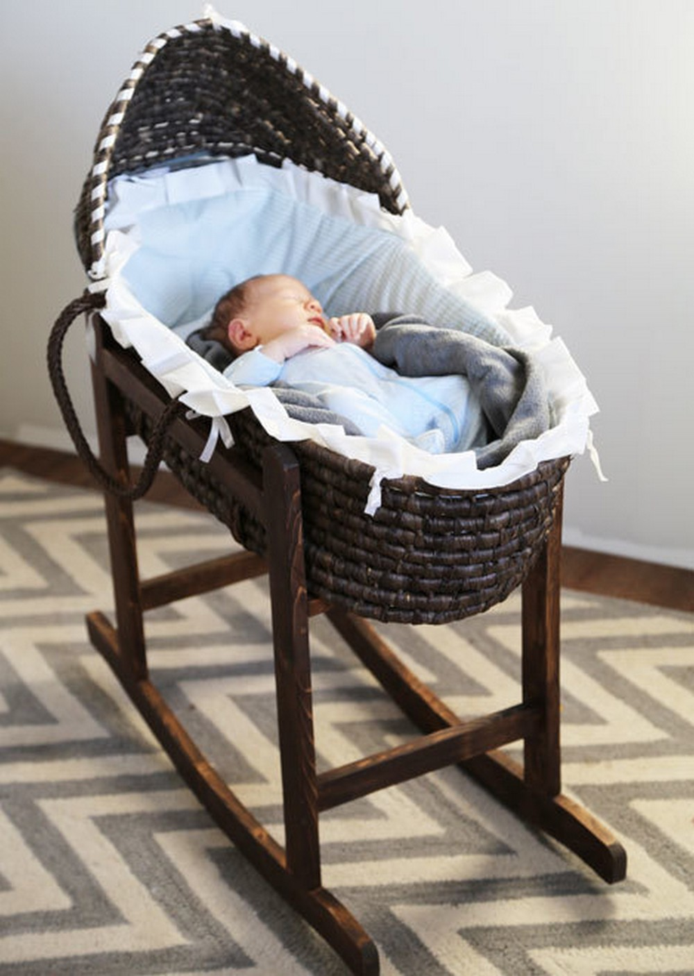 DIY Moses Bassinet Stand